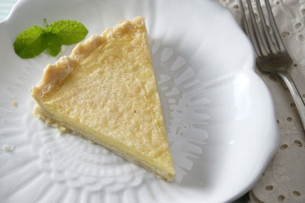 slice of lemon crostata