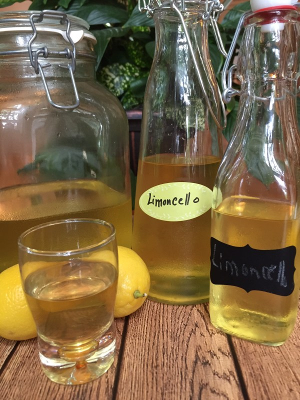 How to make limoncello at home. It's easy and delicious for summer.
