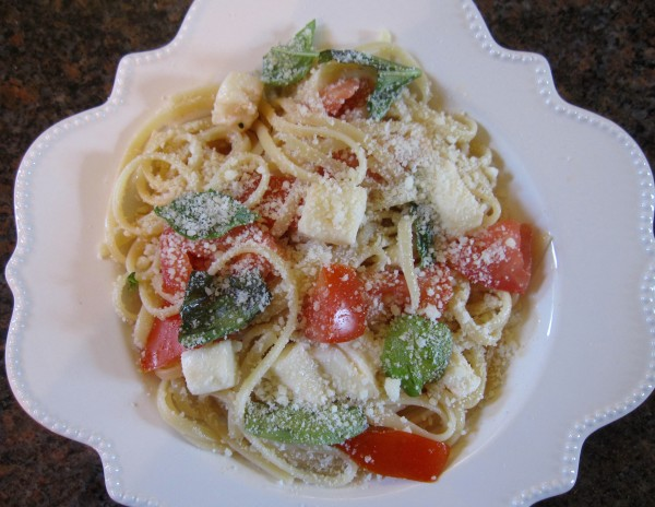Spaghetti l'estate is a quick, fresh no-cook spaghetti sauce that can be prepared in minutes.