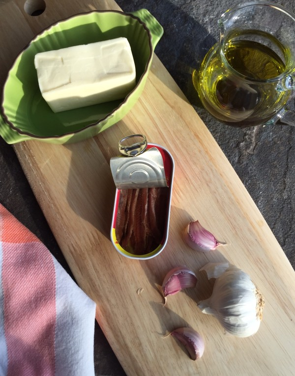 The four main ingredients for bagna cauda are: olive oil, butter, garlic and anchovies.