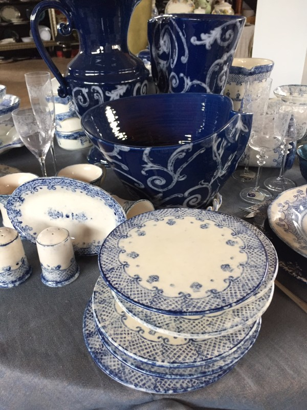 These soft and cobalt blue dishes go well together.